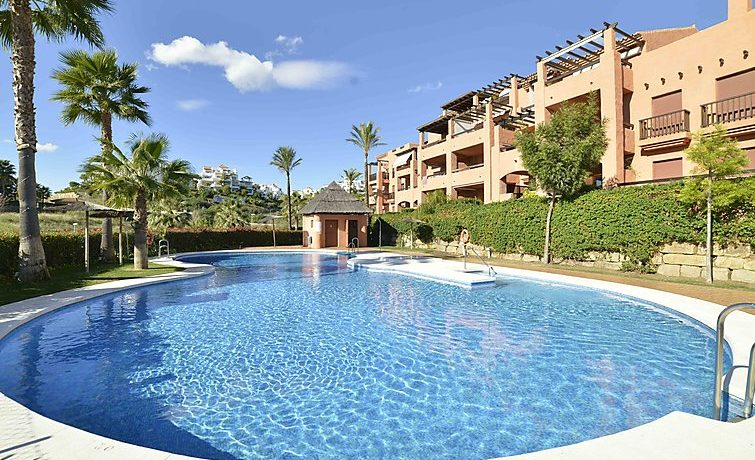 1.Apartment-for-sale-in-Gazules-del-Sol-pool