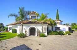 Large 6 Bedroom Villa In El Paraiso, Estepona
